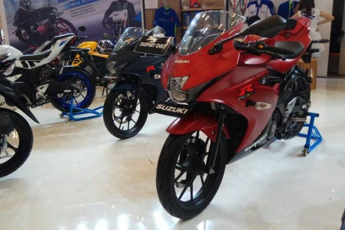 Suzuki Gsx R150 Warna Biru Dan Merah Doff Harganya Berapa Ya
